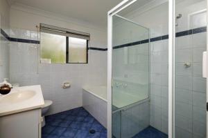 A bathroom at FAR SHORE