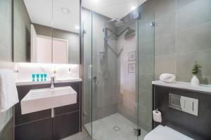 A bathroom at 789 Vacay