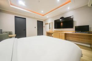 A television and/or entertainment center at PRIMO Hotel