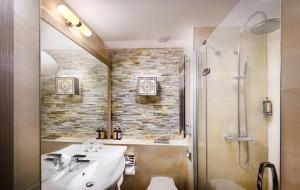 A bathroom at Hotel Grand Jasna
