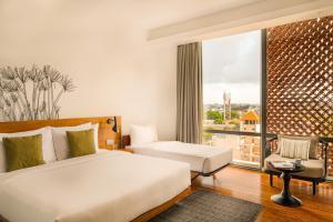 Un ou plusieurs lits dans un hébergement de l'établissement Jetwing Colombo Seven