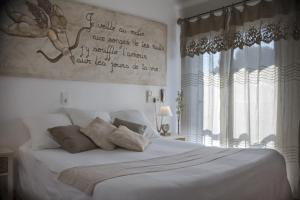 Un ou plusieurs lits dans un hébergement de l'établissement Hôtel Le Méditerranée
