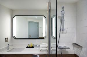 A bathroom at Hilton Cobham