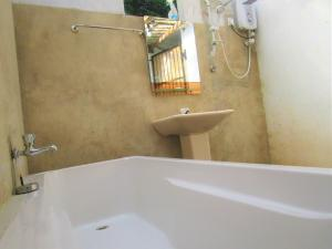 A bathroom at Green Herbal Ayurvedic Eco-Lodge