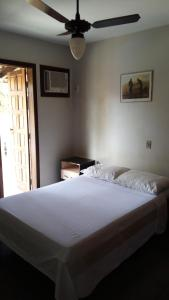 A bed or beds in a room at Taperapuã Praia Village