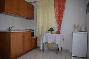 Η κουζίνα ή μικρή κουζίνα στο Mariren