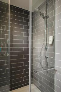 A bathroom at Holiday Inn Express - Frankfurt City - Westend