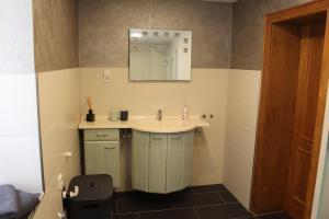 Ein Badezimmer in der Unterkunft Ferienwohnung am Fluss