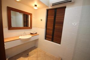 A bathroom at Hibiscus Resort And Spa Book Here With The Onsite Reception Open Daily