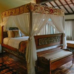 A bed or beds in a room at Arma Museum & Resort