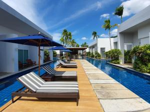 The swimming pool at or close to BLU PINE Villa & Pool Access