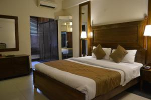 A bed or beds in a room at Laraib Inn Hotel