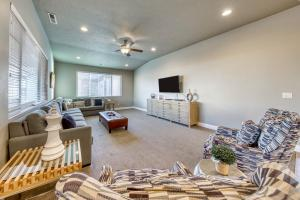 A seating area at Red Cliff View Luxury Home: Paradise Village #2