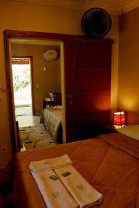 A bed or beds in a room at Pousada Araucária