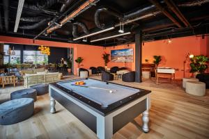 A pool table at Mercure Paris Orly Tech Airport