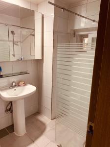 A bathroom at Bomulzip Hongdae guesthouse