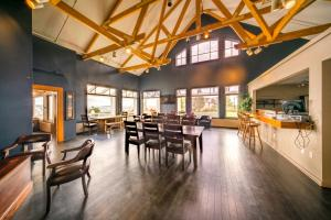 A restaurant or other place to eat at Keltic Lodge at the Highlands