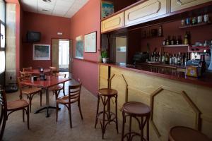 The lounge or bar area at Hotel Villa de Ayerbe