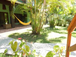Um jardim em Pousada Recanto Indaia