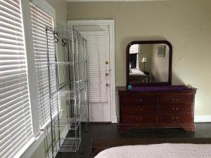 A television and/or entertainment center at 5 mins to downtown. 950 SF Entire1B-1B Heart of Oaklawn, 75219.Sleeps 6.