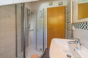 A bathroom at Haus Eichhörnchen 5a
