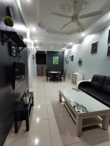 A seating area at DF ZaheenulFitri Homestay (Muslim Homestay)