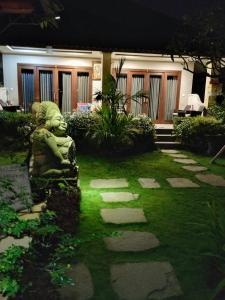 A garden outside Putu's Paradise Guesthouse