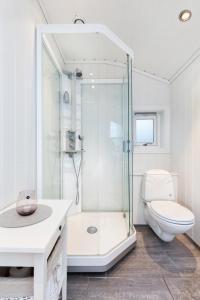 A bathroom at Lidingö natur&stad