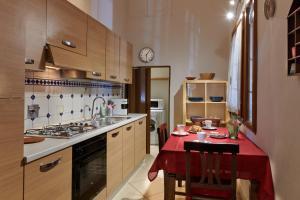 Una cocina o zona de cocina en Florence&Us Santa Croce