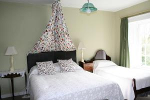 A bed or beds in a room at Glebe Country House
