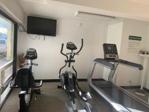 The fitness center and/or fitness facilities at Days Inn by Wyndham Bend