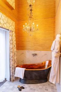 Ett badrum på Bomans Hotell i Trosa