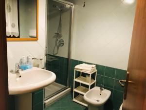 A bathroom at B&B Al Ponte