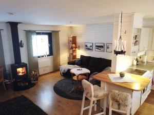 En sittgrupp på Klimpfjälls hus & lägenhet