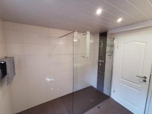 A bathroom at Messewohnung (2 Zimmer, 1 Bad, keine Küche)