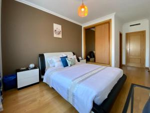 A bed or beds in a room at Eleon