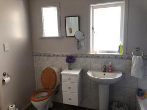 A bathroom at Rotorua Farm Stay