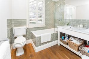 A bathroom at SPR Altrincham A Lovely Period Property House