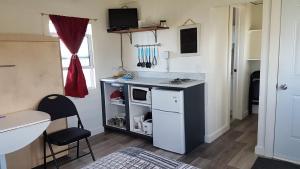 A kitchen or kitchenette at Les Cabines sur Mer