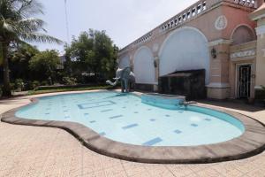 Kolam renang di atau di dekat HOTEL ANTARIKSA