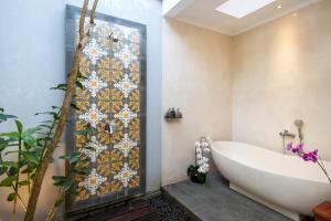 A bathroom at Bijia Villa 3BR w Private Pool - Peaceful Quiet Luxury Villa - Near Monkey Forest
