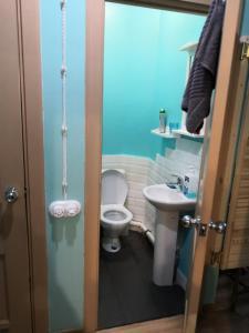 Ванная комната в Hotel Kofeynya Pribrejnaya