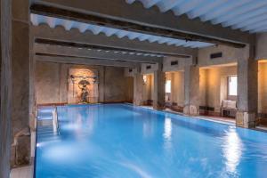 Het zwembad bij of vlak bij Château St. Gerlach