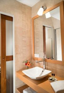 Salle de bains dans l'établissement Grand Hôtel Les Lecques