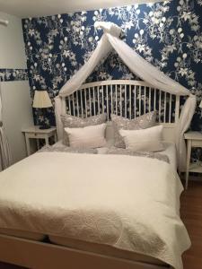 Ein Bett oder Betten in einem Zimmer der Unterkunft Gästehaus Schmidt