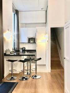 A kitchen or kitchenette at Apartments Du Louvre - Le Marais