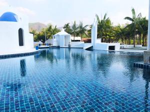 The swimming pool at or close to The Oia Pai Resort