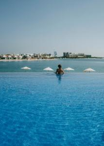 The swimming pool at or close to Andaz by Hyatt – Palm Jumeirah Residences