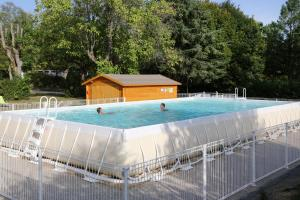 The swimming pool at or near Camping le Nid du Parc