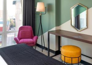 A seating area at Generator Hotel Washington DC